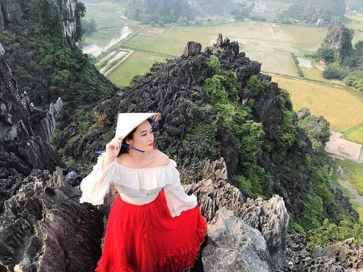 Khu du lịch Hang Múa Tràng An Ninh Bình - Lên đỉnh chụp hình
