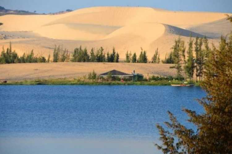 Bàu trắng Mũi Né, tiểu sa mạc đầy cát