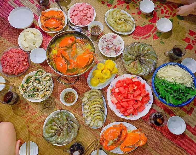 Khám phá khu chợ đêm hải sản tại Bãi biển Quất Lâm