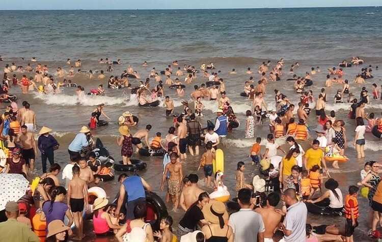 Trải nghiệm dạo xích lô quanh bãi biển Sầm Sơn
