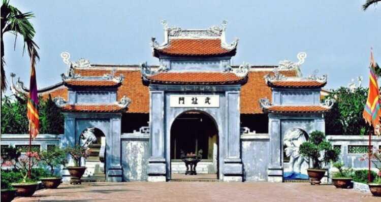 Cổng chính vào Đền Đô Bắc Ninh