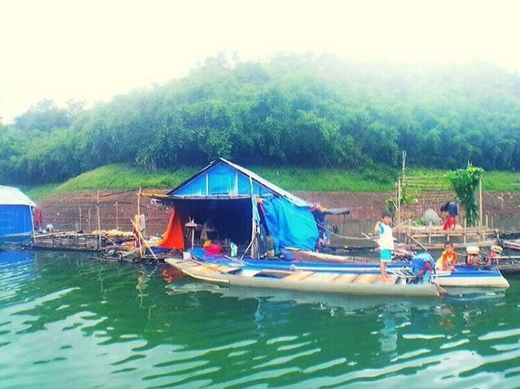 Tham quan làng nổi ở Hồ Tà Đùng
