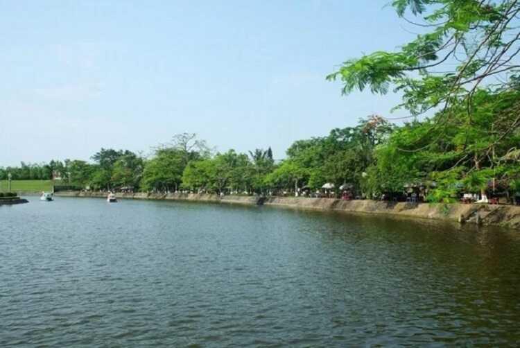 hồ bán nguyệt