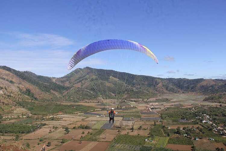 nhảy dù bay lượn trên núi lửa Chư Đang Ya